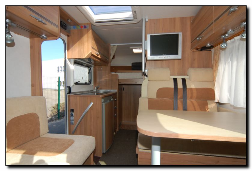 See lots more photo galleries of new and used motorhomes for sale on ...: www.southdownsmotorcaravans.co.uk/stock/1909/used-burstner-travel...